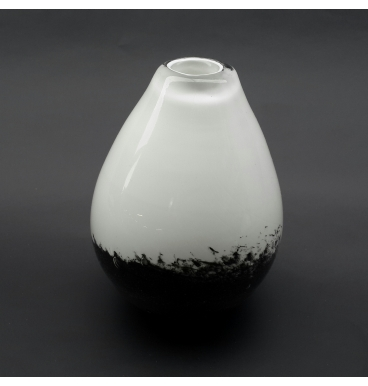 Black and white marble budvase