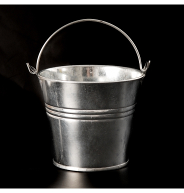 Small tin with handle