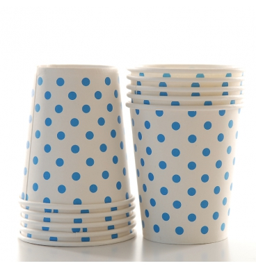 Blue dotted white party cups